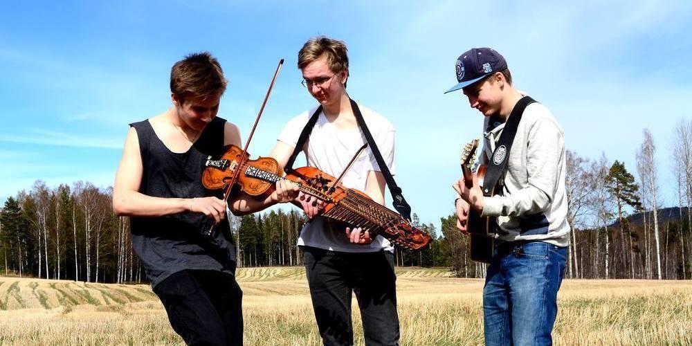 Låtspel för ungdom, nyckelharps- och gitarrkursen leds av Jerker Hans-Ers, Petrus Dillner och Eemil Rutanen