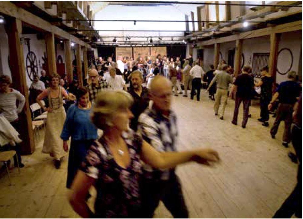 Full fart på dansen i Furudals bruk