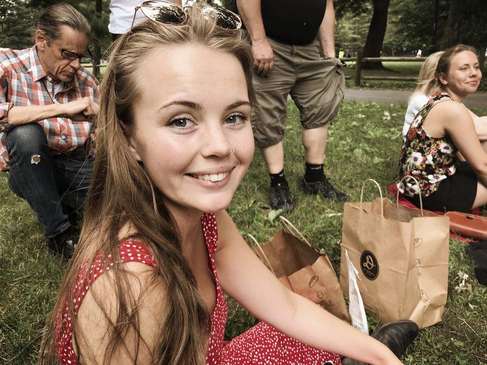 Johanna Moraeus på picknick i Central Park.  Foto: Lars Moberg