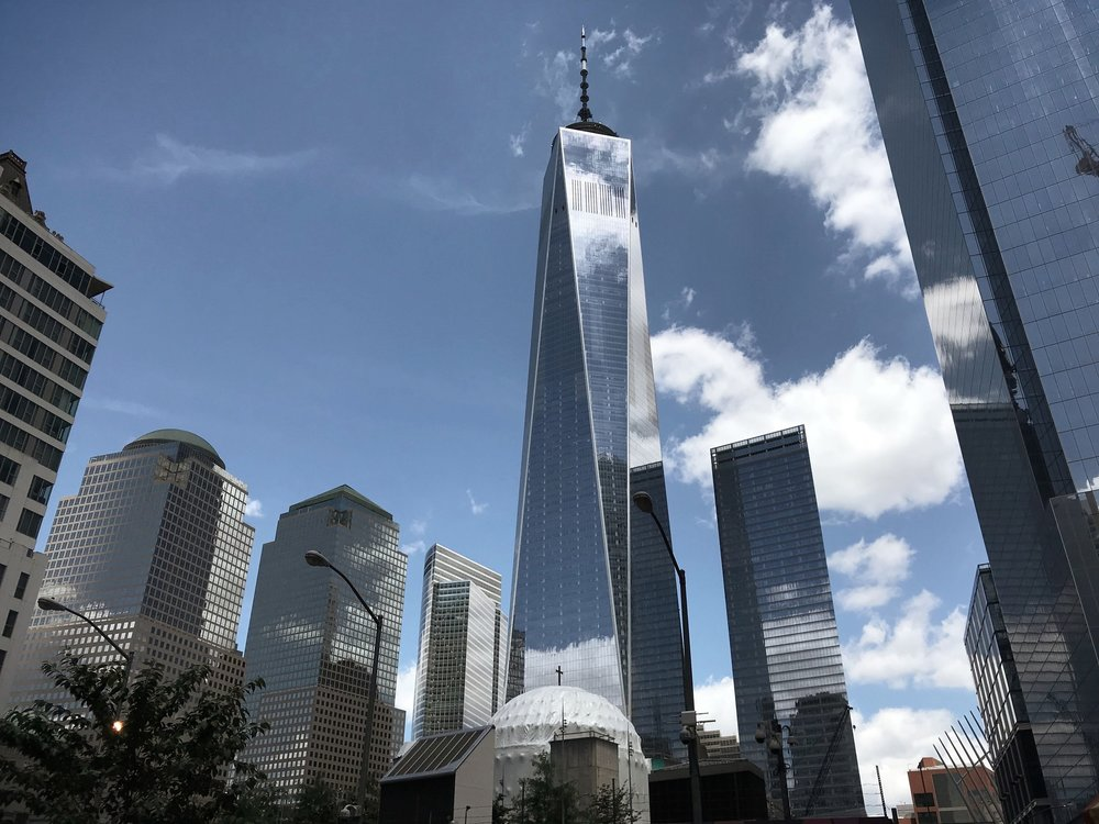 Ground Zero med nybygget i mitten. Gruppens hotell, liksom börsen på Wall Street i samma omgivningar.  Foto: Lars Moberg