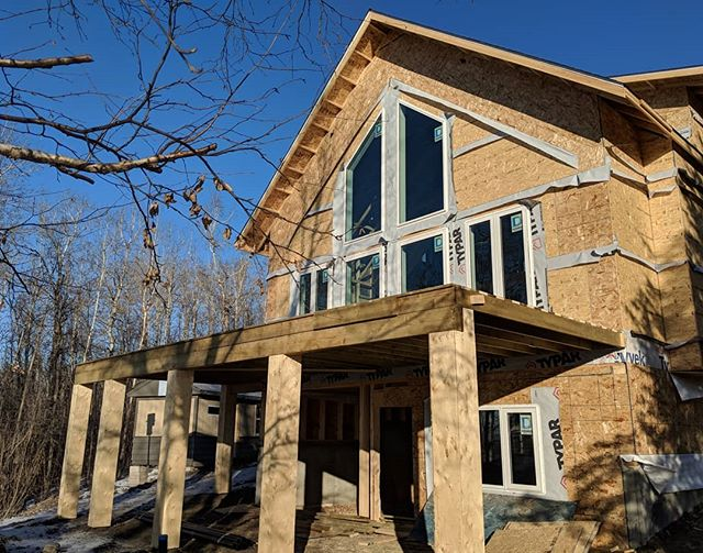 Cottage. Cabin. Lake house? Anyway, it overlooks a lake. And the upper windows were... heavy. As were the 20' tall 2x8 exterior walls. 🤪 #cottagestyle #cabin #lakehouse #evolutioncarpentry #framing