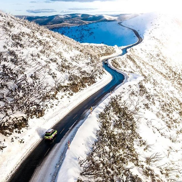 "Living in Queensland I often forget that it snows in some parts of Australia in winter. Most days I forget it's even winter and live in shorts and a tshirt 😂. But I couldn't resist sharing this amazing photo by 📷 @benpstanton traveling along the #TheGreatAlpineRoad down in Victoria ❄️🚙. @hothamalpineresort @visitmelbourne #skiinglife #adventurevictoria @visitgippsland @visitwangaratta ⠀ #seeaustralia #visitvictoria #seehighcountry #skiing #thegreatoutdoors""⠀"