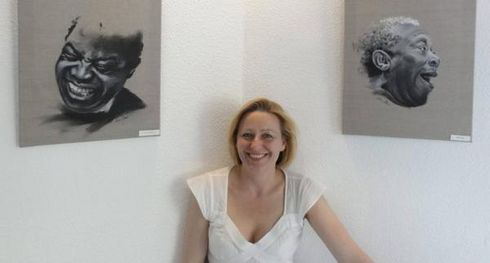 Sabine Eichler devant Louis Armstrong et BB King