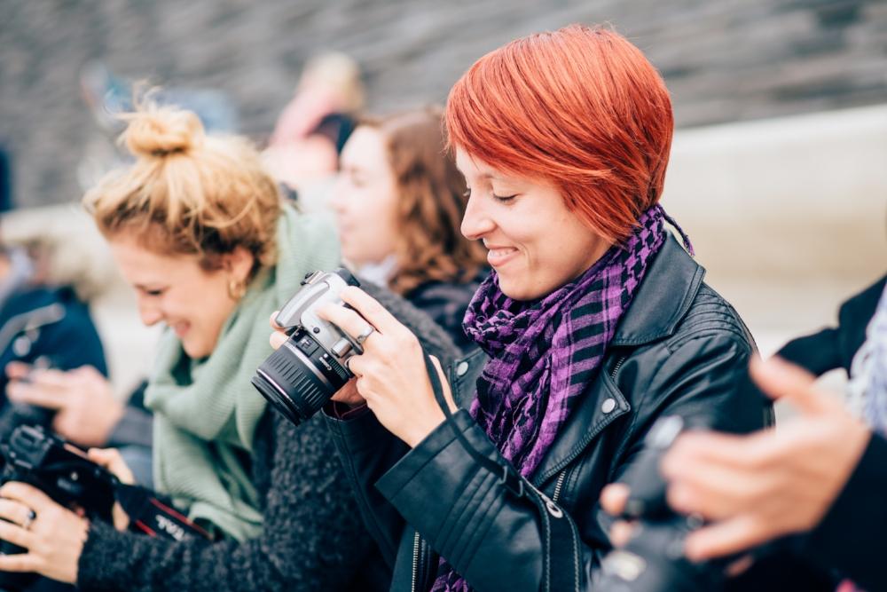 Teilnehmer des Fotokurses in Köln haben Spaß beim Kurs