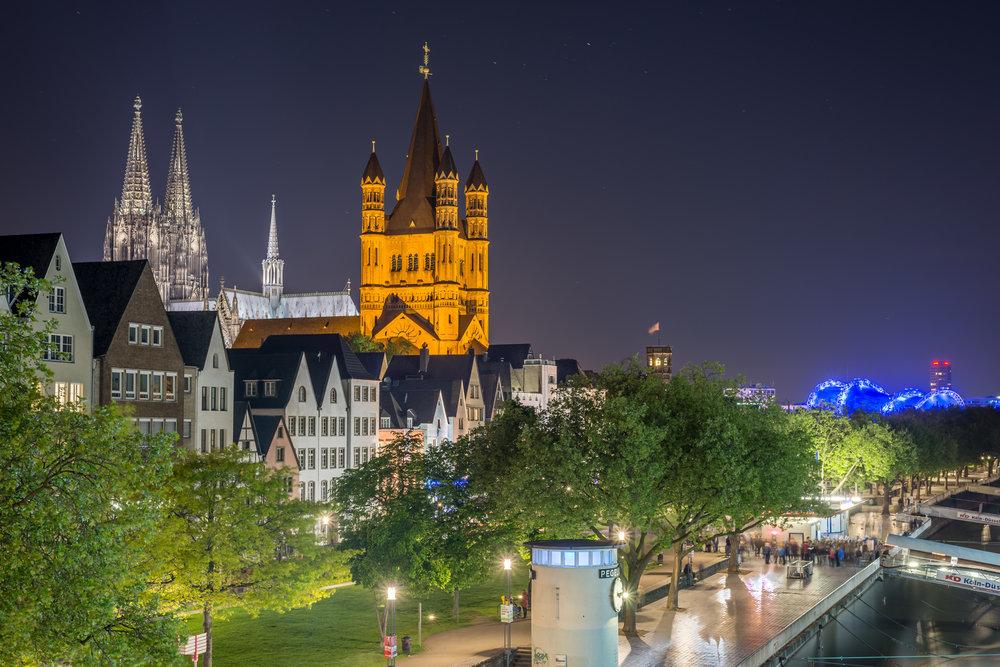 Blick auf Altstadt und Dom mit Pegel im Vordergrund