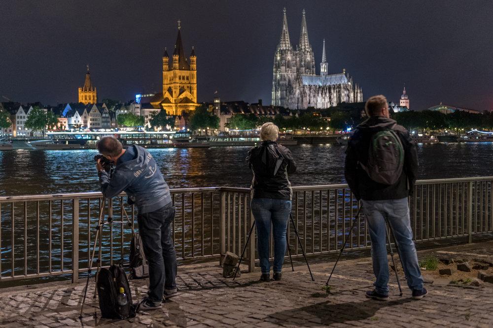 2017-07-28 Nachtkurseindrücke Teilnehmer vor Kölner Dom