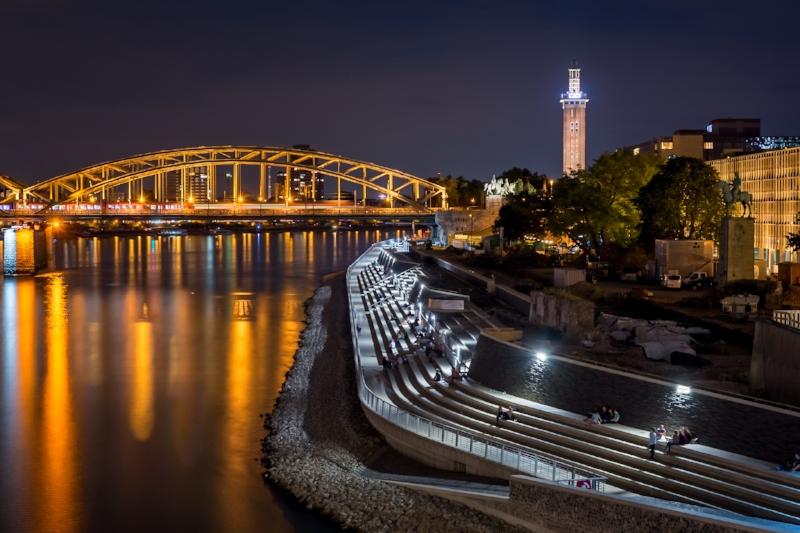 Rheinboulevard bei Nacht