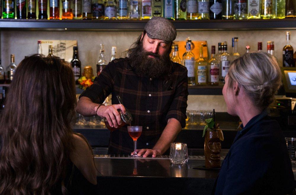 B9 Jason : Bar.jpg