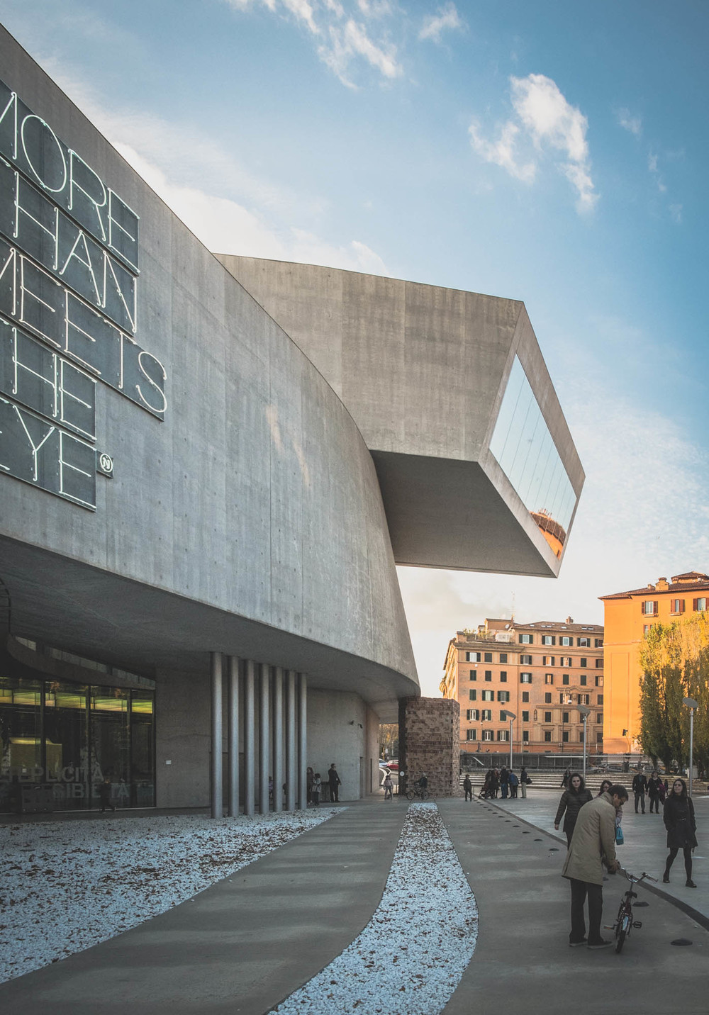 MAXXI exterior carries the same massive and solid feeling.