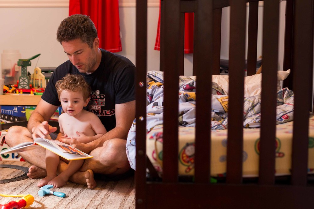 dad reading to baby boy, oakland, wyckoff, bergen county, photojournalism, erika kao