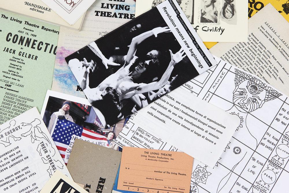 Living Theatre Box - Promo - 04.jpg