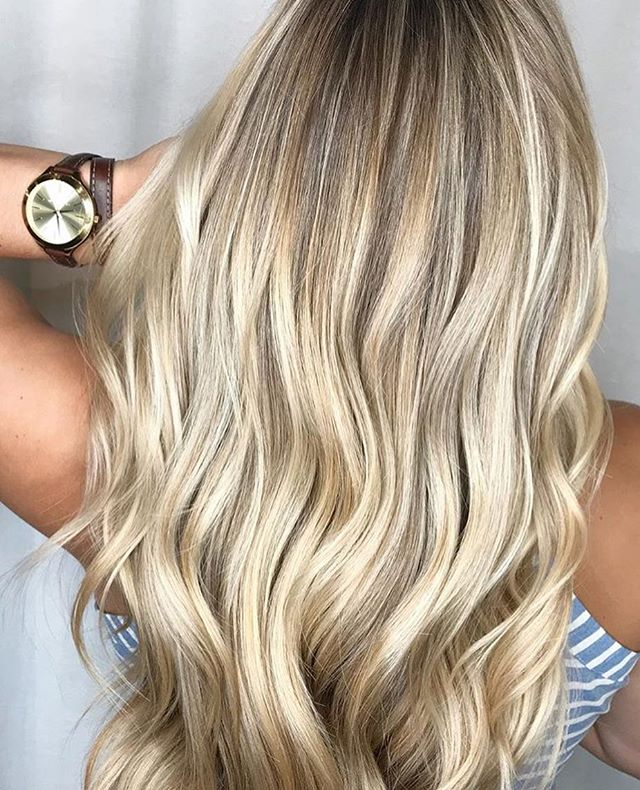 It's time to start thinking about holiday appointments! Crazy right? You can book your holiday hair with @hairbyabby.sbs at either one of our locations. . . #charlestonblonde#charleston#charlestonhair#avondale#charlestonbalayage#charlestonart#charlestonartist#florencehurricane#holidayhair