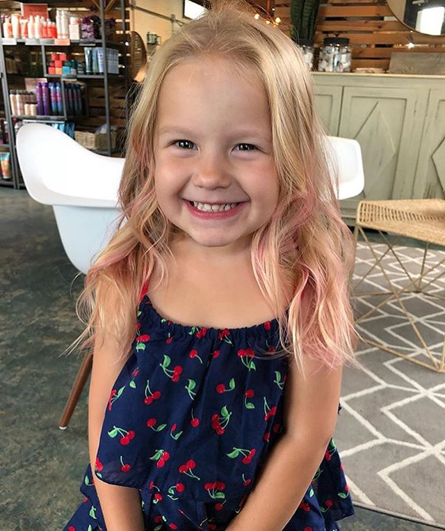 Looks like the rain is gone for now! This little ray of sunshine got a trim and some pink tips from @bayleebepaintin. Book with her at our west Ashley location. . . #kidscut#pinkhair#pinkhairtips#charlestonhair#vivids#pulpriot#pinkhairspray#charlestonbalayage#charlestonsalon
