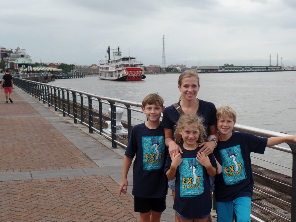 On the Mississippi Riverwalk (right before we met Ole Red Britches).
