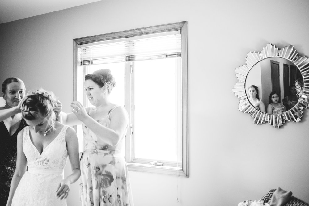 bride getting ready in delaware