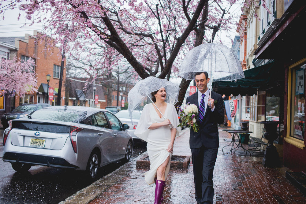 springtime wedding photography in new jersey in the rain