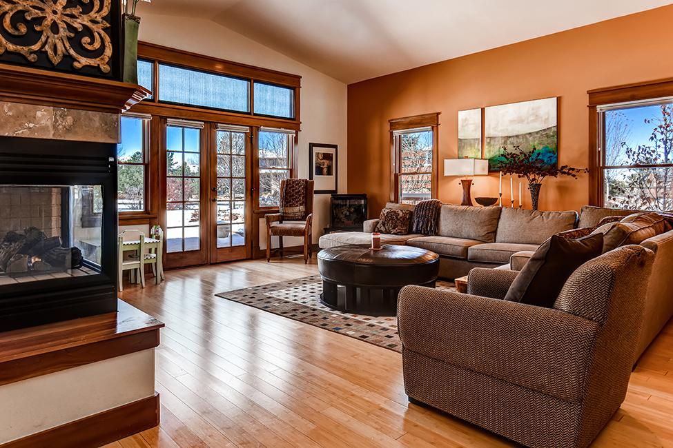 Skyway Living Room 01.jpg
