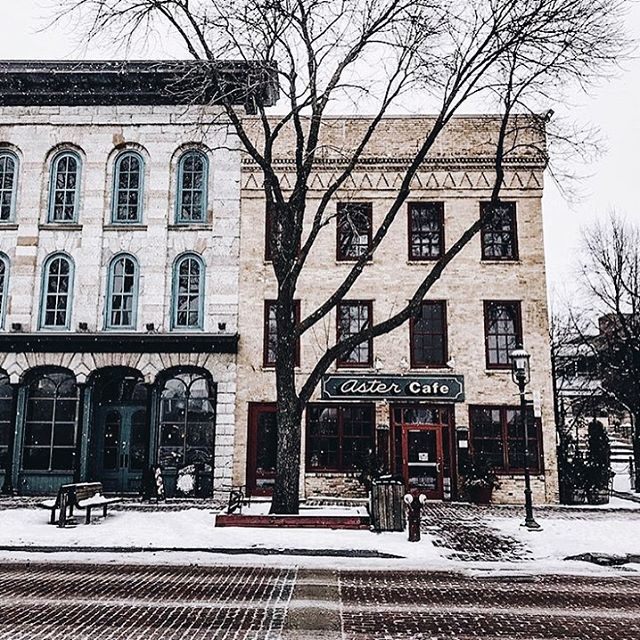 Find inspiration in all of your surroundings. St. Anthony Main is one of our favorite gems here in Minneapolis tucked along the bank of the mighty Mississippi. 📷: @another.kitchen.story