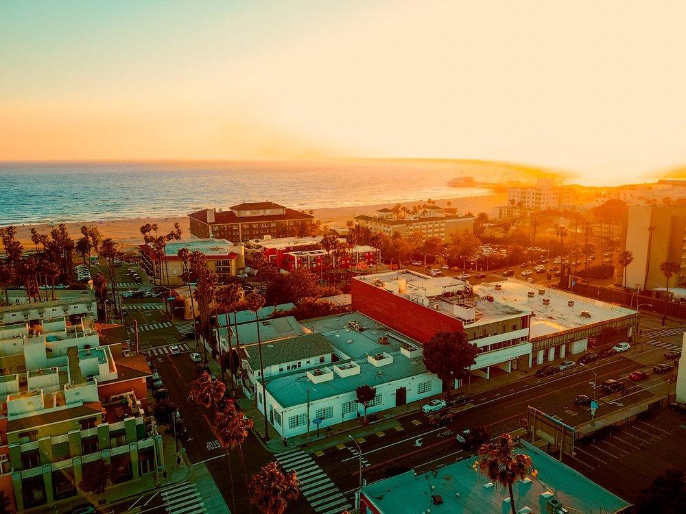 beach-city-StockSnap_UM4ZJX4W12.jpg