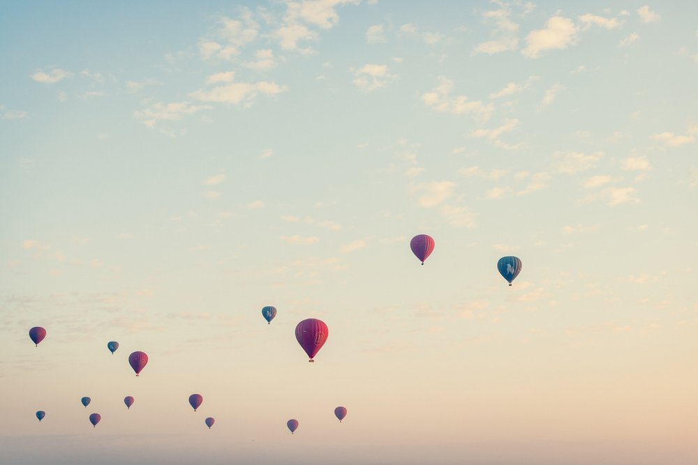 hot-air-baloons-StockSnap_TRES6MRSNO.jpg