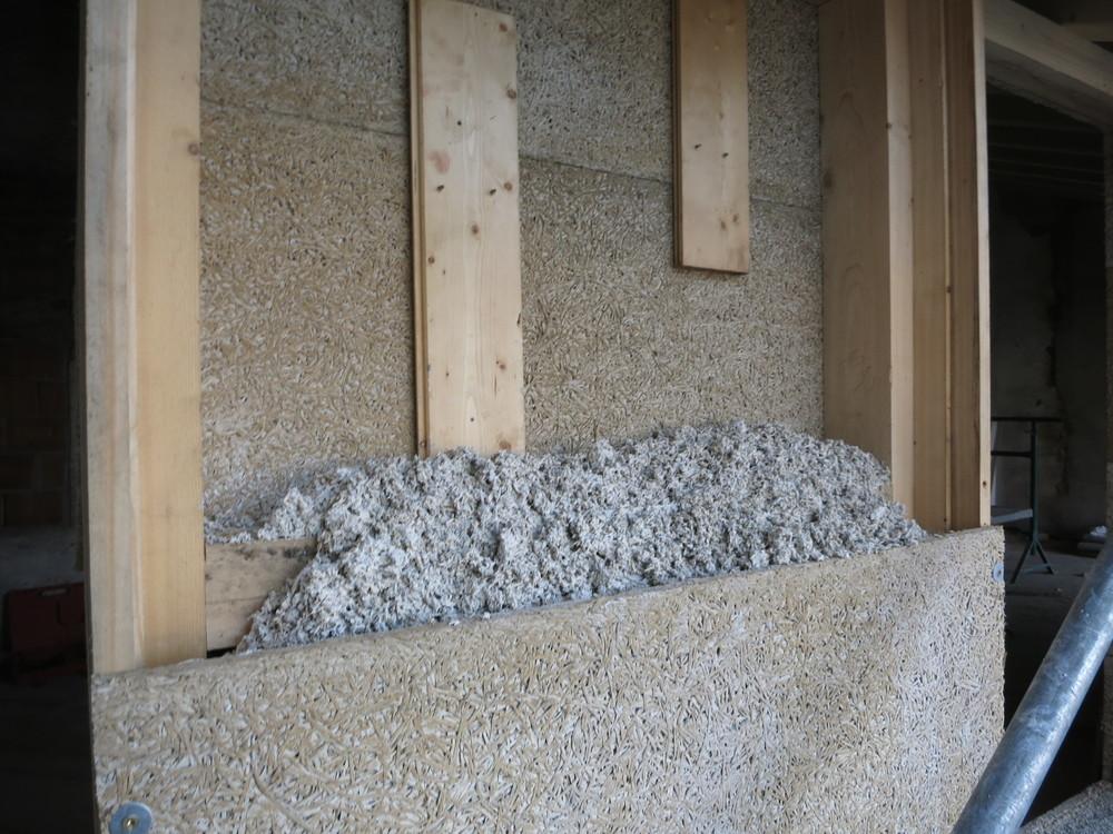 Riempimento del muro con la canapa