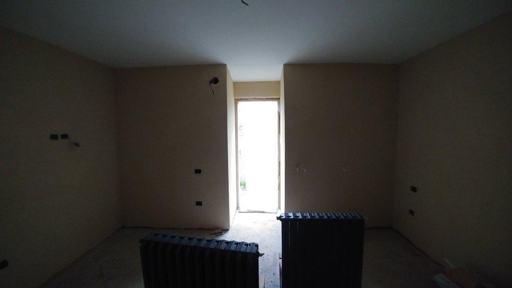 Il muro della camera da letto isolato con fibra di legno naturale