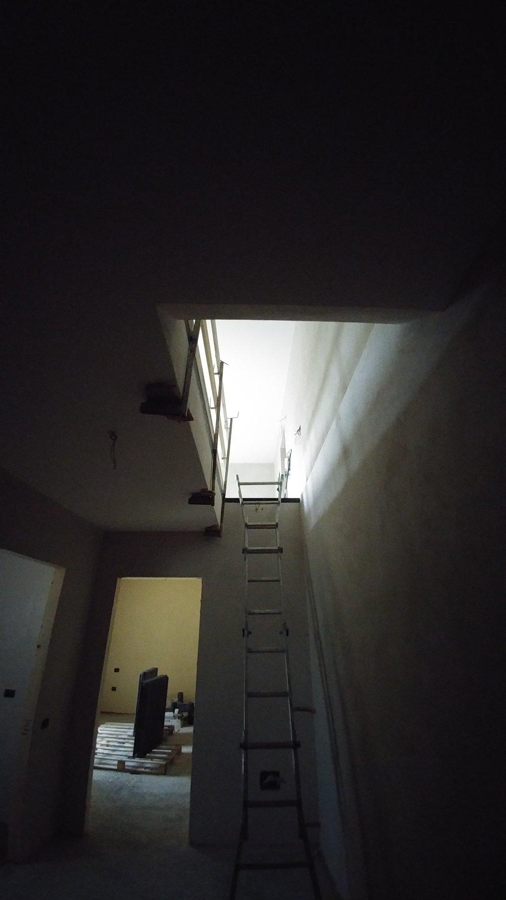Il vano scala che collega la zona giorno alla zona notte
