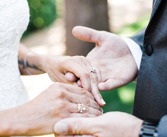 You can tell a lot about a couple when you watch their hands, how they hold each other, and how they care for each other 💘 . . . . . . . . . . #charissaannephotography #granitebayphotographer #granitebaywedding #sacramentoweddingphotographer #granitebaybackyardwedding #norcalwedding #sacramentowedding