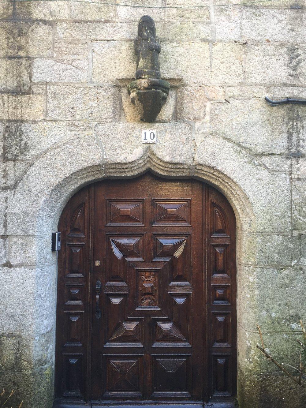Charming Door, Roscoff
