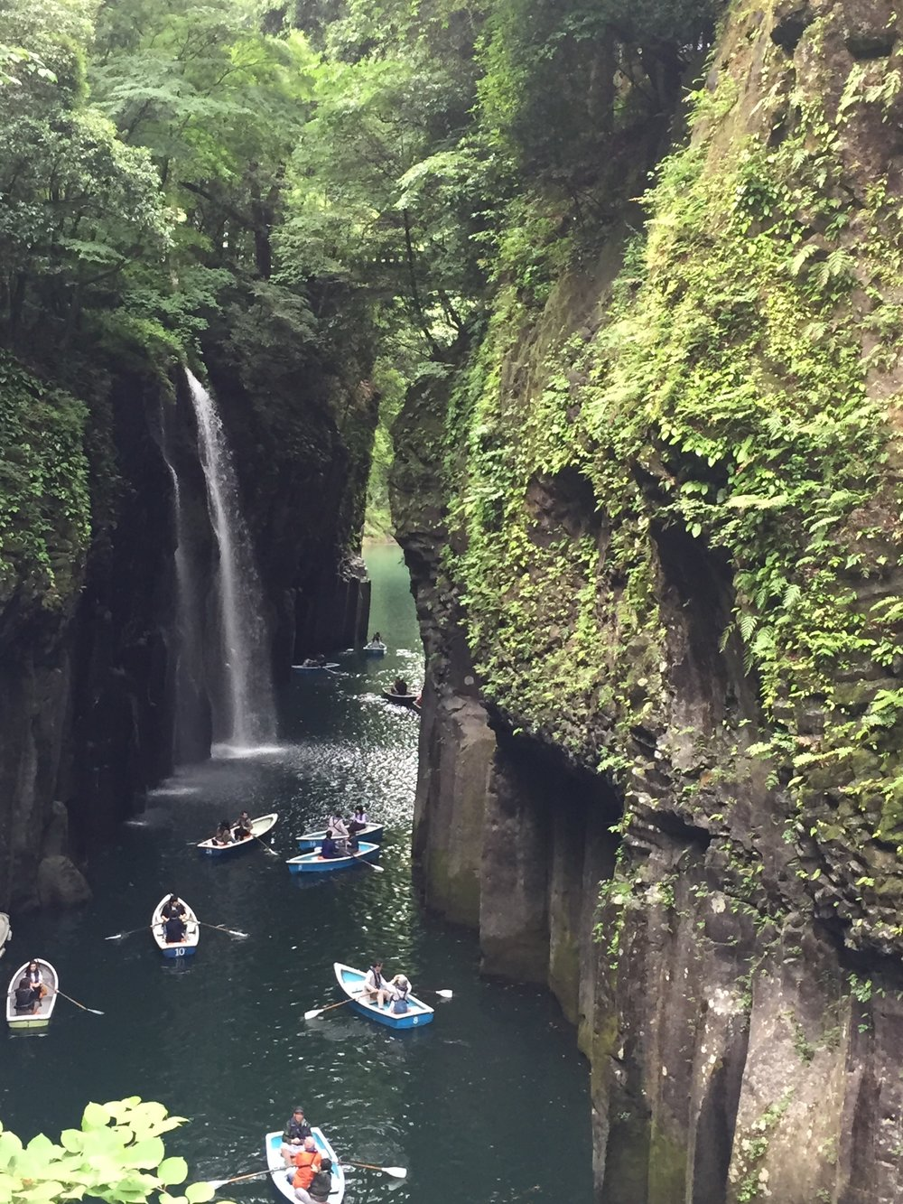 Boats trying to navigate Takachiho Gorge