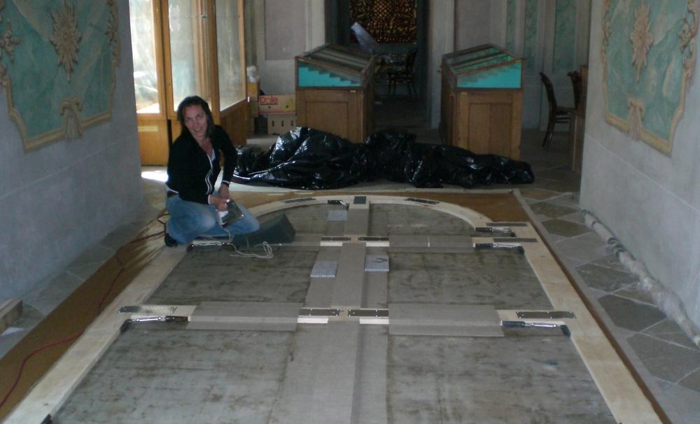 Mineraliensammlung Deckengemälde Rückseite kurz vor Montage.jpg