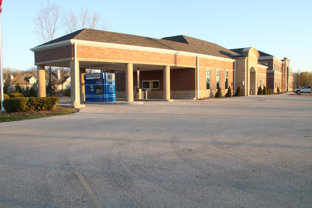 Equitable Bank - Mequon - Exterior (9).jpg