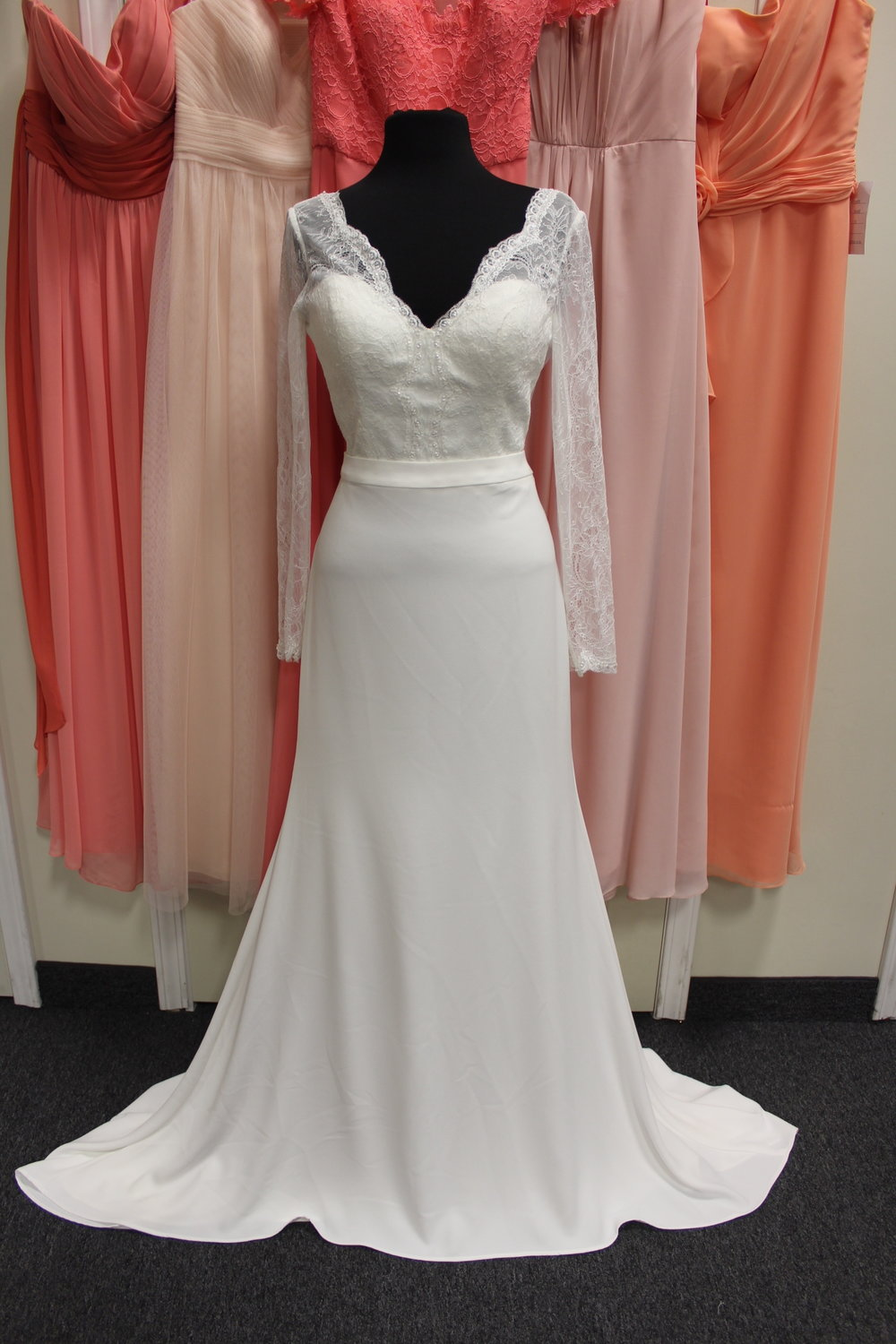 Lis Simon - 20852-32Location: WoodburySize: 12This dress is brand NEW!Original Retail Price: $1998OUR Price: $1302
