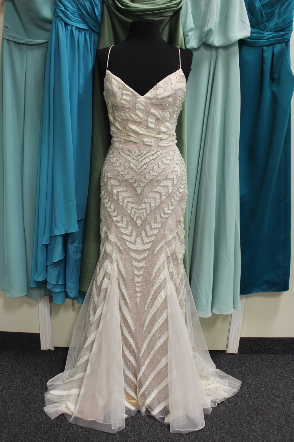Hayley Paige - 11306-3514Location: WoodburySize: 12This dress is brand NEW!Original Retail Price: $5600OUR Price: $2255*This dress is currently half price at $1127*