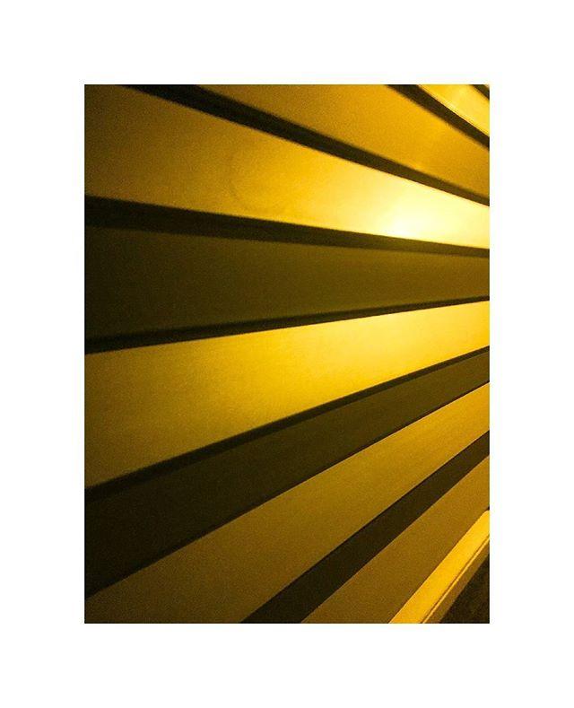 Yellow . . . . . . . . . #streetscene #artphoto  #artphotography #lensculture  #thephotomotel #conyisland #vscogood #city #justgoshoot #spicollective #yellow