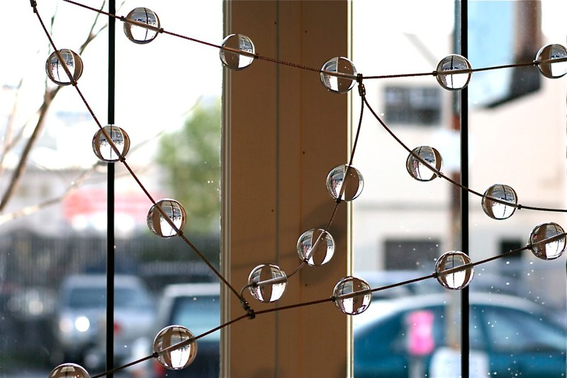 Kana Tanaka Morning Dew, 2010, side view, glass and stainless steel cable, 50x161x12 inches