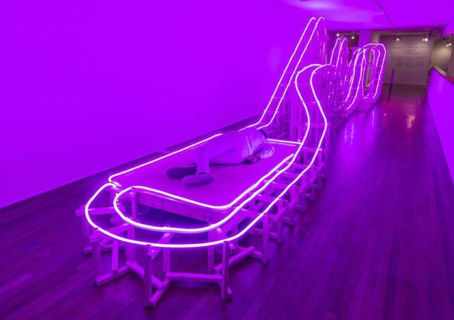 EJ Hill, A Monumental Offering of Potential Energy, 2016. Wood, LED neon flex, and durational performance; sculptural dimensions: 492 x 108 x 85 in., performance duration: 512 hours (July 14 – October 30, 2016). The Studio Museum in Harlem, New York, photo: Adam Reich