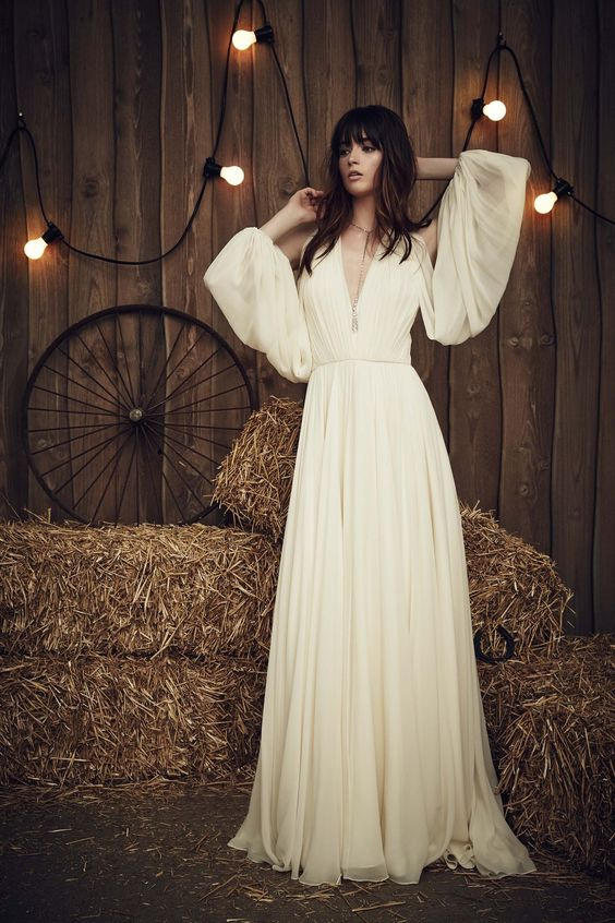 Jenny Packham wedding dress featured on LOVE FIND CO.