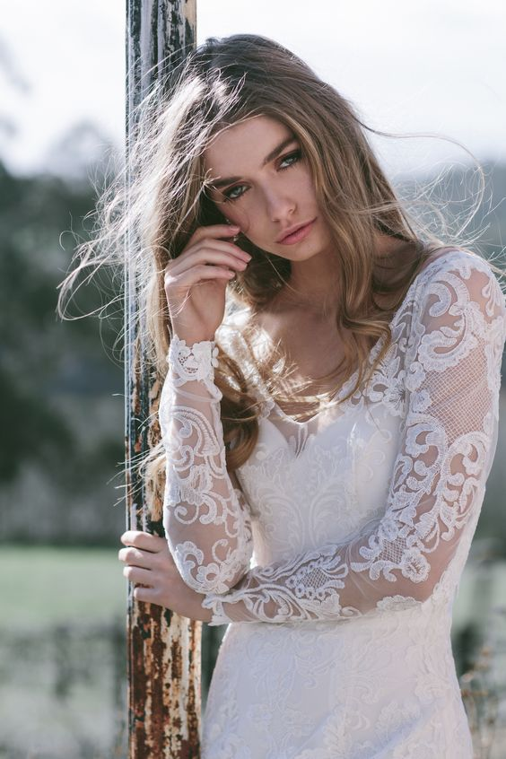 Anna Campbell wedding dress featured on LOVE FIND CO.