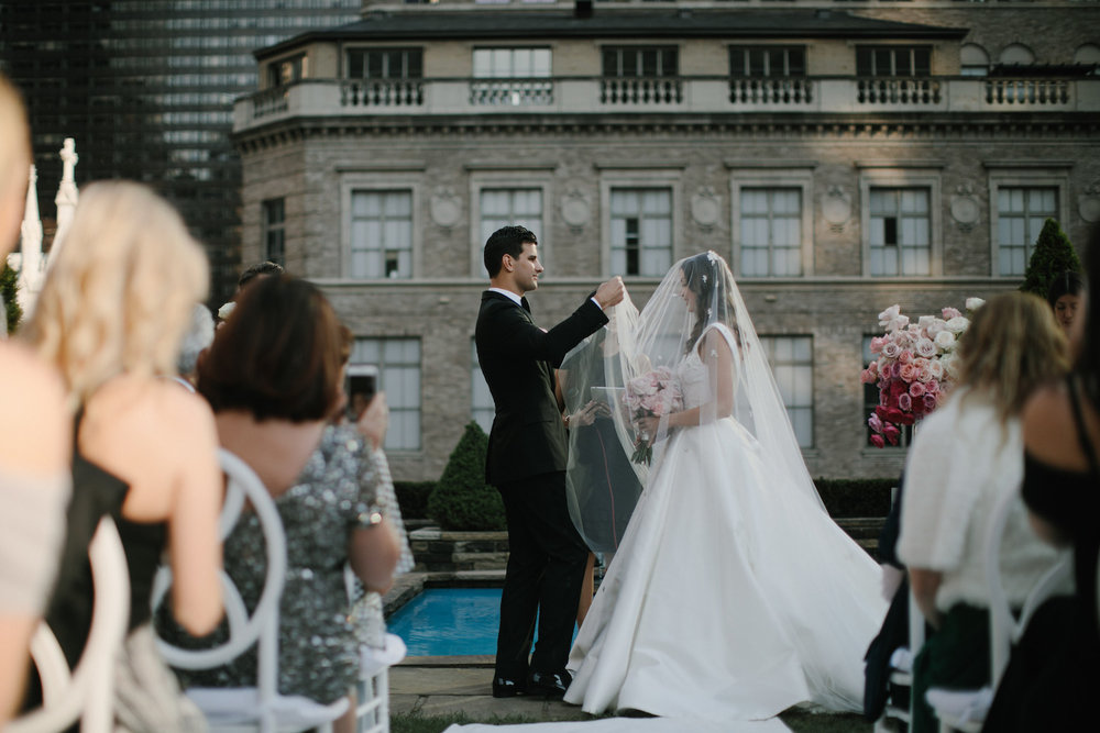 Chloe & MJ magical New York wedding featured on LOVE FIND CO.