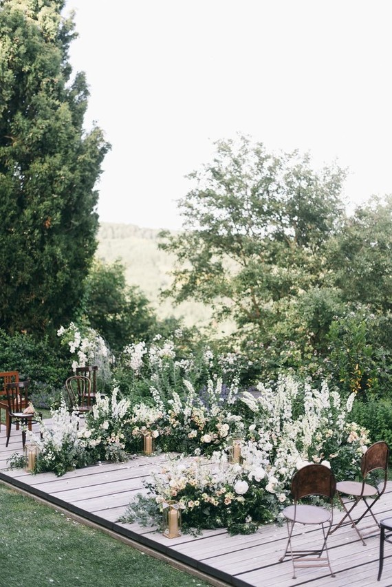 Photography by  Lisa Poggi  & Florals by  La Rosa Canina