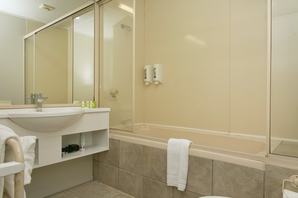 One bedroom spa bath-min.jpg