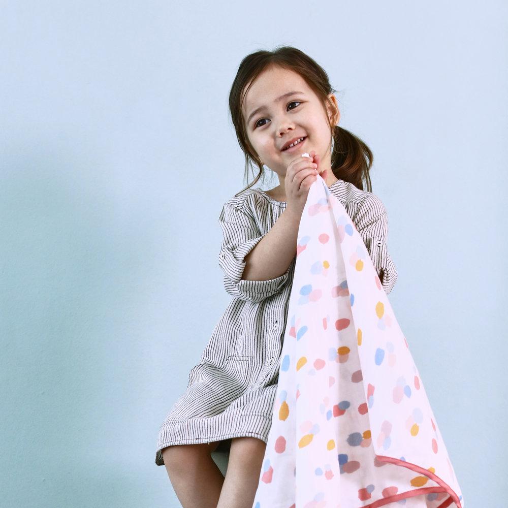 bLANKET / 유아용 블랭킷   블랭킷은 사계절동안 아이에 체온을 보호해 주는 필수품입니다. 해외 디자이너의 패턴 사용하여 다양하게 활용가능한 블랭킷입니다.