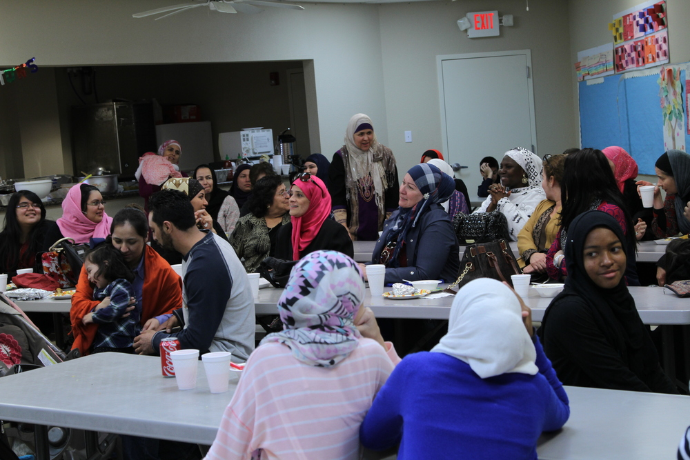 - It is estimated that around 1000 Latinos who have majority embraced Islam from another faith over the past decade that IslamInSpanish has been carrying out its educational activities in the city of Houston.