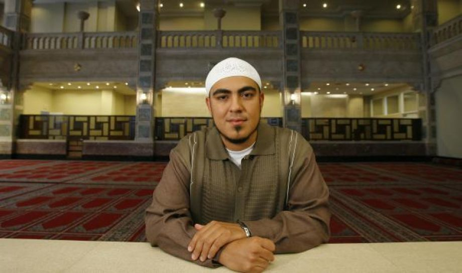 A new faith changes one man IN A NEW LIGHT New faith, changed man Mujahid Fletcher runs a nonprofit that produces multimedia items designed to educate Latino Muslims about Islam. LINDSAY WISE, Copyright 2008 Houston Chronicle Published 5:30 am, Friday, June 13, 2008