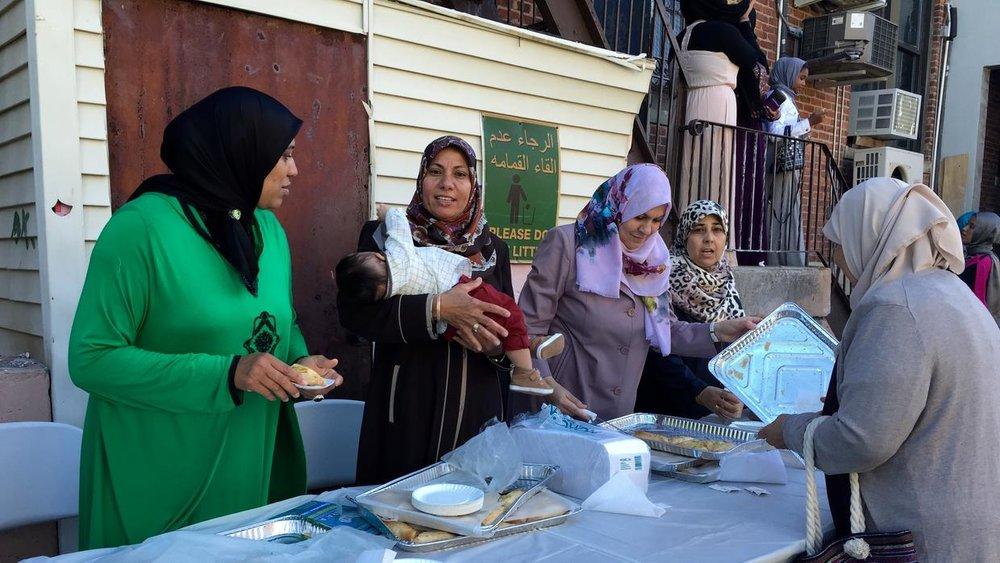 Las familias comparten alimentos tradicionales.Univision 41 Nueva York/Zaira Cortés