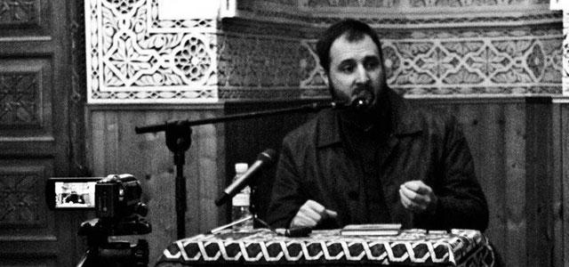 Muhammad Isa García durante una charla.