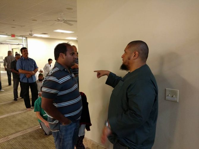 Imam Isa Parada talking with community members. (Courtesy photo from Islam In Spanish)