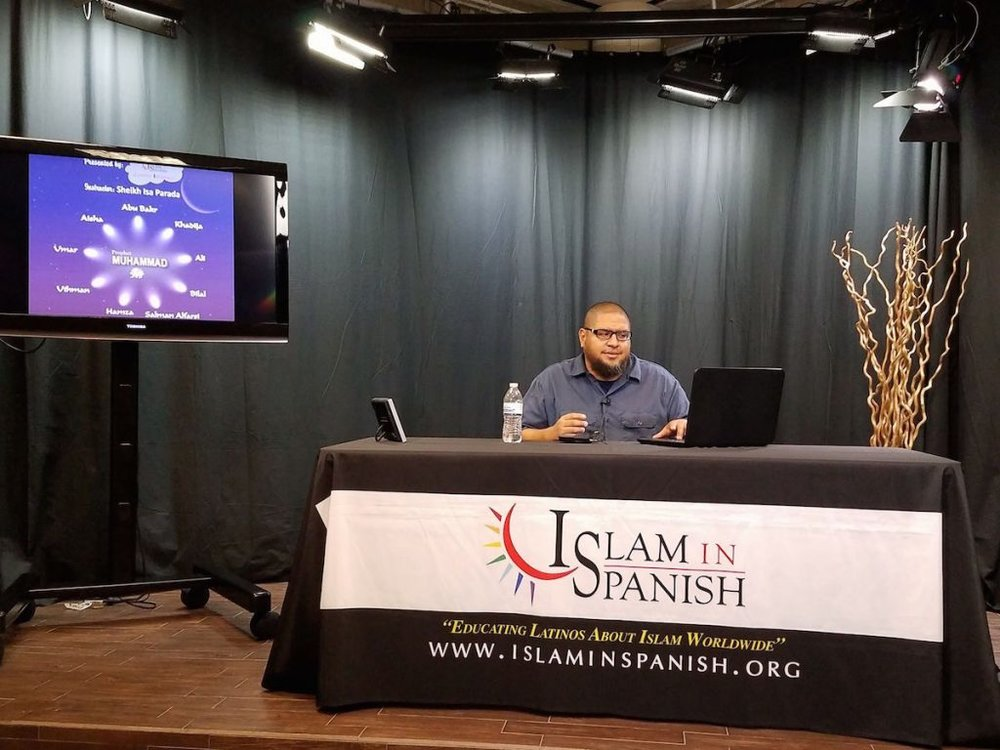 Imam Isa Parada teaching a class at the mosque's studio. (Courtesy photo from Islam In Spanish)