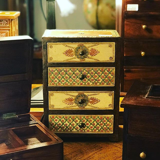 What would you hide away in these stunning new mini chests? Exclusively designed for #ManganaOlinda